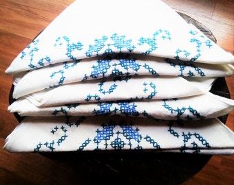 Vintage linen, Vintage napkins, hand embroidery napkins, vintage hand embroidery linens, vintage embroidery, Vintage hand embroidery