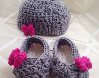 Baby Beanie and Booties with Bow <3
