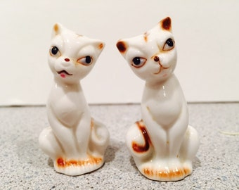 "Small 2"" Siamese cat vintage salt and pepper shakers unmarked"