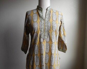 vintage 80s pakistani handmade shelwar kameez tunic modest dress paisley print Nehru collar gauze shirt