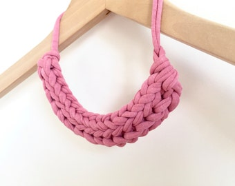 Pink fabric yarn necklace - T-shirt yarn necklace - Gift for her - Pink knitted necklace - Pink jewellery