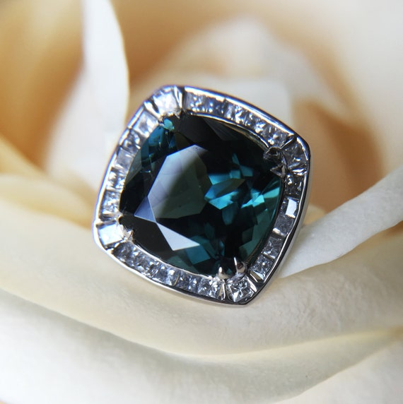3.16ct Blue Tourmaline and Diamond Ring Made of 18 kt White Gold