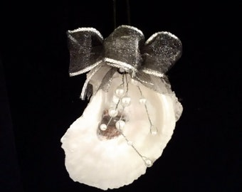 Oyste rShell Ornament With Pearl Spray Deco.