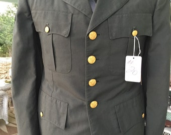 Excellent vintage army green jacket