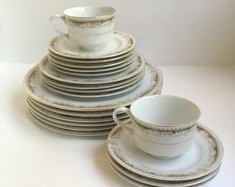 Signature Collection Queen Anne pattern, 20 piece dish set