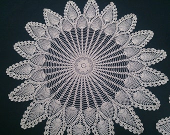 Vintage Cotton Lace Doily. Round Crocheted Doily. Pineapple Pattern Round Ecru Doily RBT0518