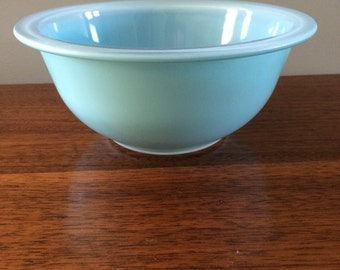 Pyrex Light Blue Clear Glass Bottom Mixing Bowl 322