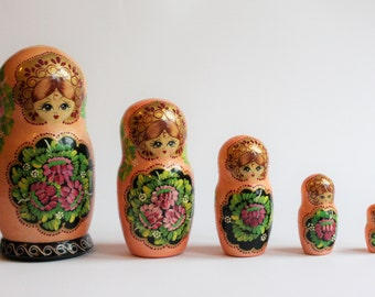 Russian Nesting Doll, Matryoshka, Nesting Doll, Stacking Dolls, Russian Stacking Doll, Russian Matryoshka Doll, Babushka Doll, Traditional
