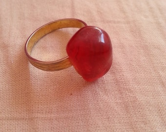 Vintage / Red Gemstone Ring / Gold-look
