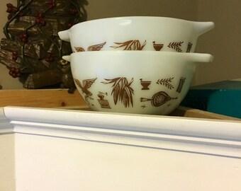 """Vintage Pyrex """"Early American"""" Cinderella Bowls"""
