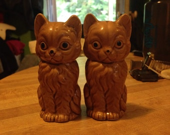 Vintage kitty shakers