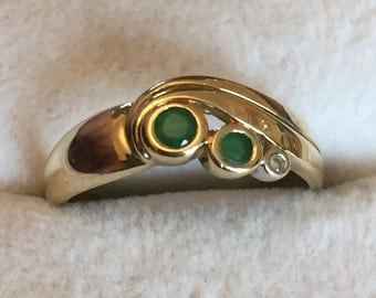 Vintage 9ct gold emerald & diamond ring