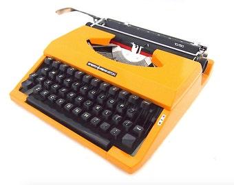 Sperry Remington, 1970, yellow typewriter, in working state, portable typewriter, sperry remington 10/50.