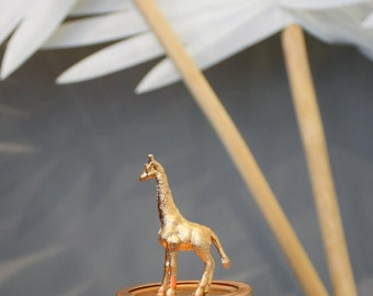 Gold Gilded Giraffe Aromatherapy Peppermint Scented Decorative Candle