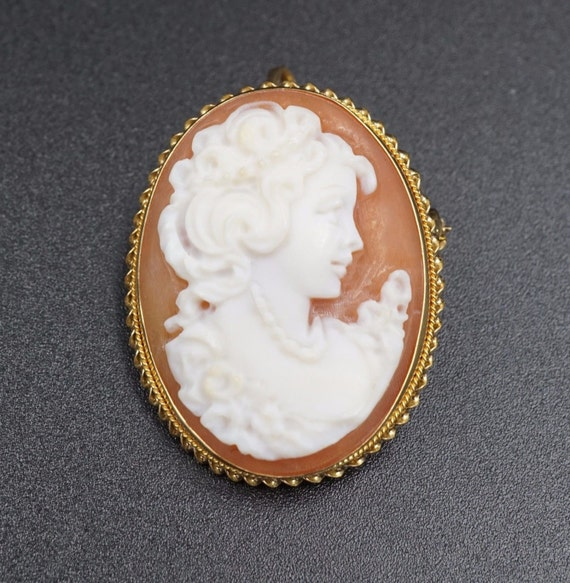 18K Yellow Gold Victorian Carved Shell Cameo Brooch/Pendant OG060