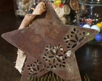 Distressed Metal Star Ornament