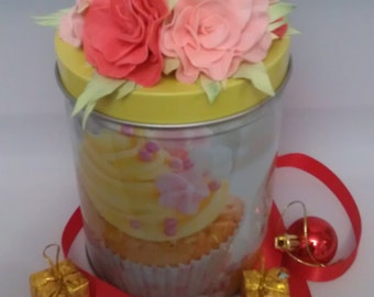 Bank for loose products decorated with flowers from foamirana
