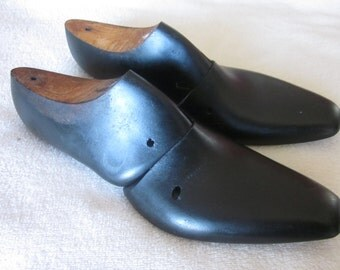 Pair of wood Shoe Forms Black