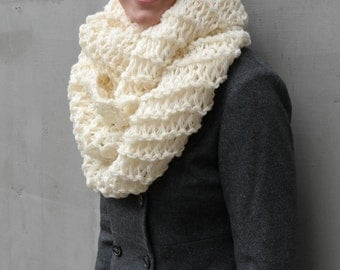 White circle cozy winter scarf, Chunky warm scarf, cowl crochet hand knit scarf, winter fashion, fashion unique scarves, wool shawl