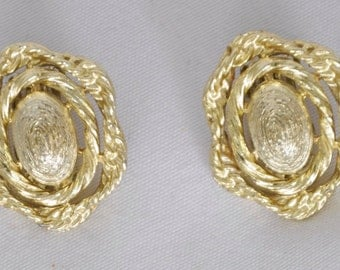 Vintage Earrings clip on gold tone