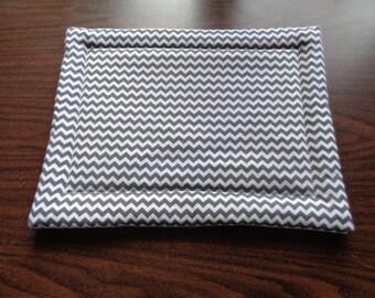 Grey and White Zig Zag Hot Mat