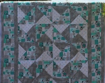 "Baby Quilt, Toddler Quilt, Crib Quilt, Winter Quilt, Flannel Quilt, 4 Matching Burp Cloths, ""ABC's"", ""36x49"""