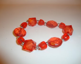 Handmade 'Pomme d'amour' elastic bracelet in red beads