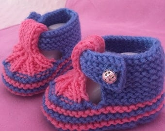 Knitting baby booties, knitting baby shoes