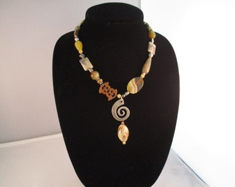 Chunky Necklace In Natural Tones