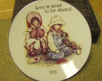 "1981 Holly Hobby ""Love Shared"" Plate"