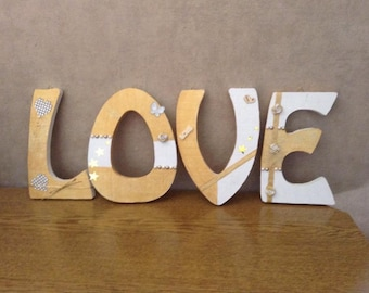 Decorative letter wood to choose Gifts Valentine for example