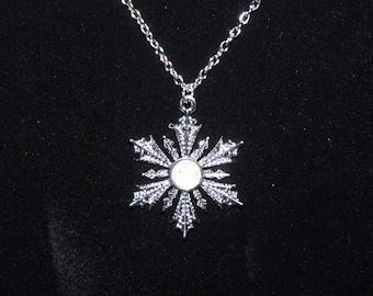Elsa Snowflake necklace Disney Frozen