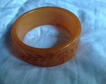 Vintage carved floral butterscotch Bakelite bangle bracelet