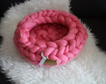 Cat Bed, knitted Cat bed, perfect furniture for your cat, Super Chunky Pet Bedding