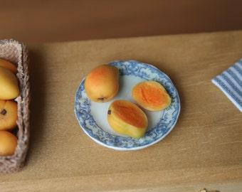 miniature mangoes (Kensington Pride), dollhouse fruit, miniature food, modern dollhouse, internal detail, 1/12 scale