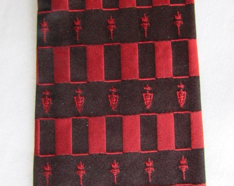 vintage 50's DAMON SKINNY Silk NECKTIE Black Red Torches and Shields 52.5 x 2.75 inches nte104