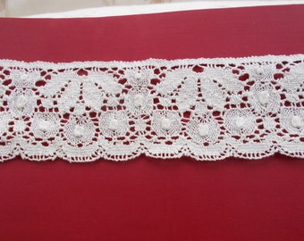 1970's cream  lace 2 different pieces. 1.6 m and 1.08 m.  Good, unused vintage condition.  Ideal for embellishment or textile art.