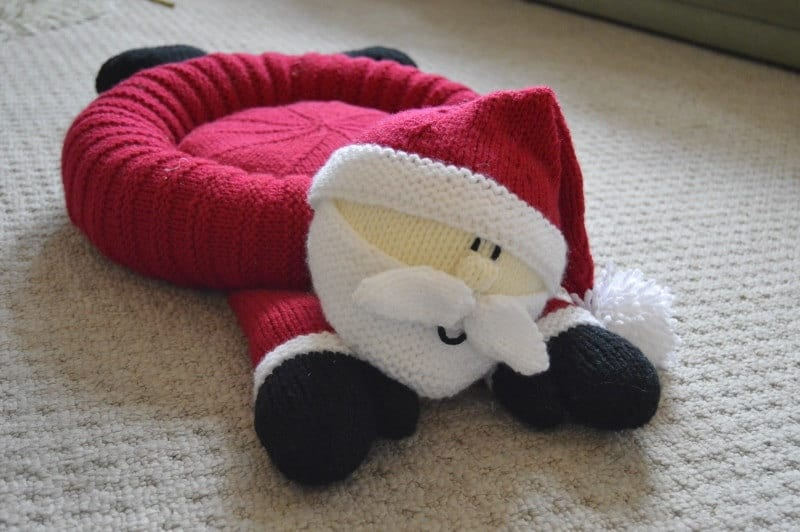 Santa pet bed knitting pattern christmas pet bed knitting for Ideen strickliesel