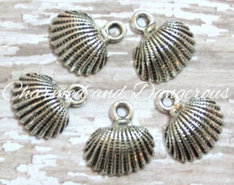 10 Clam Shell pewter charms (CM58)