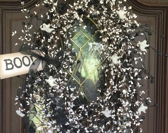 Light up Ghost Wreath with Pip Berries and Tag