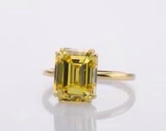 ring with central diamond fenci yellow polished Emerald 2.01 CT