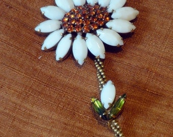 Vintage Weiss daisy brooch pin, white glass, brown crystal center, perfect condition, signed