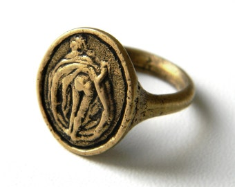 Fun Bronze ring Callipyge Kallipygos Beautiful buttocks Aphrodite Funny Ring Venus Ancient Greek mythology Beach jewerly For party For Her