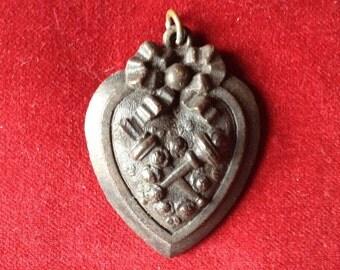 Bog hoak mourning heart amulet relic antique french momento mori
