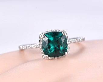 Cushion 8x8mm Emerald ring,diamond engagement ring,solid 14k White gold band,Green Lab gemstone,bridal ring,Stacking matching band,halo