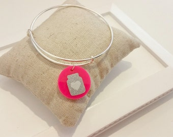 Mason Jar Acrylic Charm Bangle (Silver Tone)//Adjustable Wire Bangle//Stackable Bangle//Acrylic Disc//Glitter Mason Jar//Southern Gift