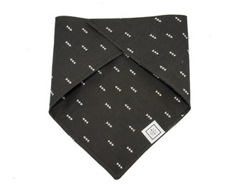 Dog Bandana-White Triangles on Black