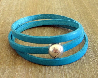 Bracelet leather deep Turquoise, 3 rounds of wrist, ball plate money loving clasp.