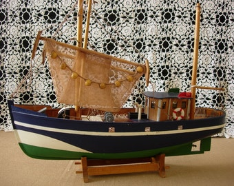 Model Wooden Fishing Boat