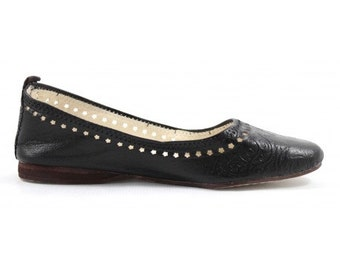 Ghita Ballerina made of black Leather // moroccan shoes for women